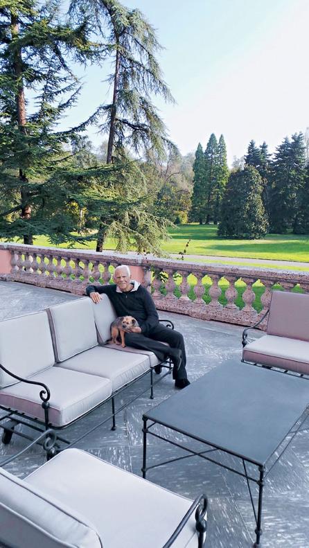 Giorgio Armani e seu cachorro em Broni - Laguna