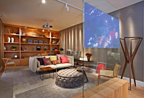 Sala de TV com painel de vidro - Laguna