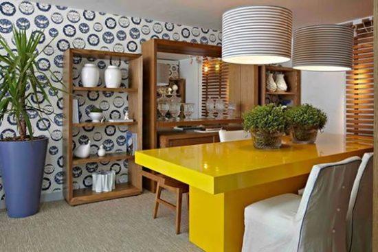 Sala de jantar com mesa de resina amarela - Laguna