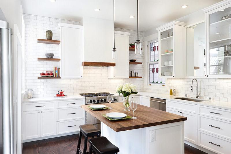 Cozinha branca e amadeirada escandinava - Laguna