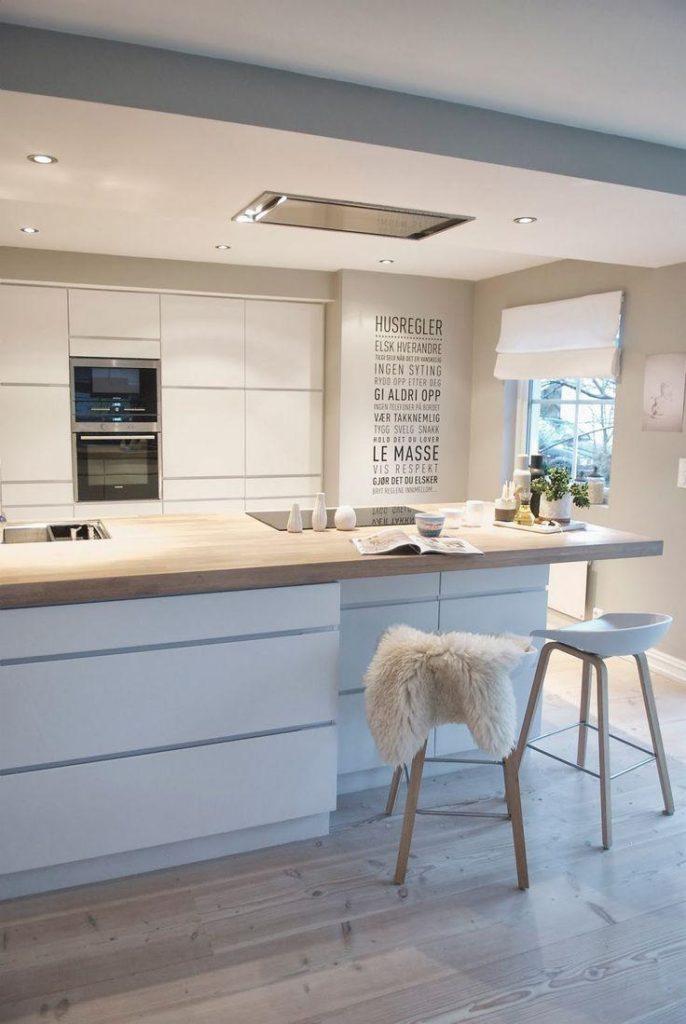 Cozinha branca e amadeirada nórdica - Laguna