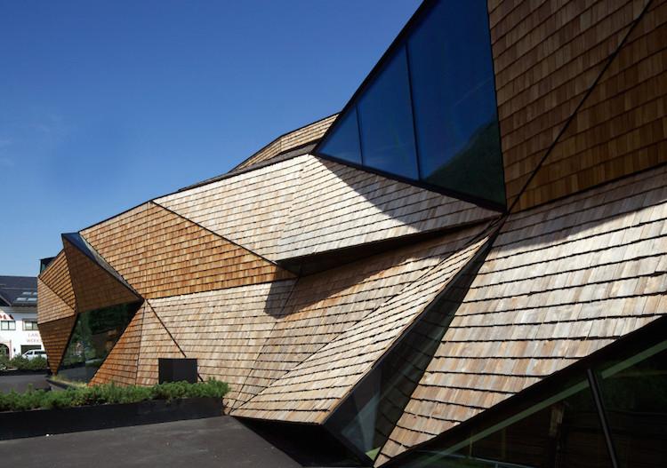 Casa com fachada multifacetada causa efeito hipnotizante - Construtora Laguna