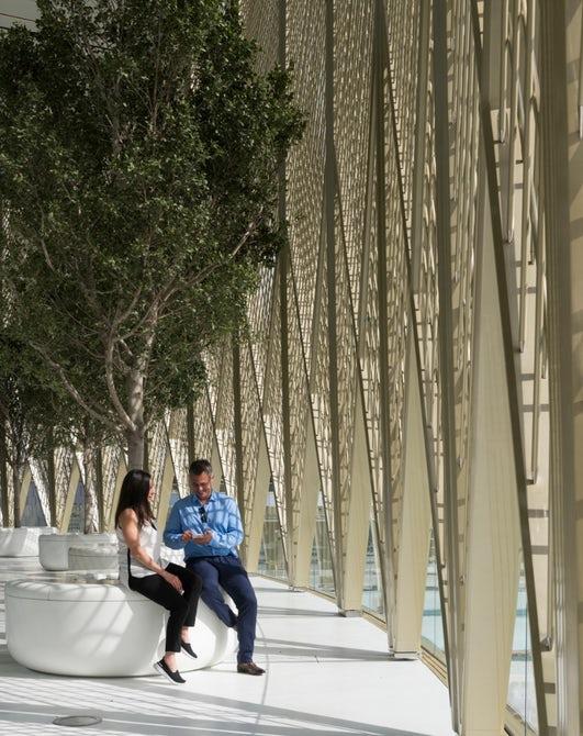 Design arrojado: conheça a nova loja da Apple, em Dubai - Construtora Laguna