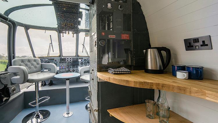 Helicóptero hotel: interior adaptado para receber hóspedes - Construtora Laguna
