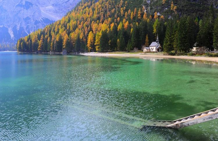 Por que visitar o Lago di Braies na Itália? - Construtora Laguna