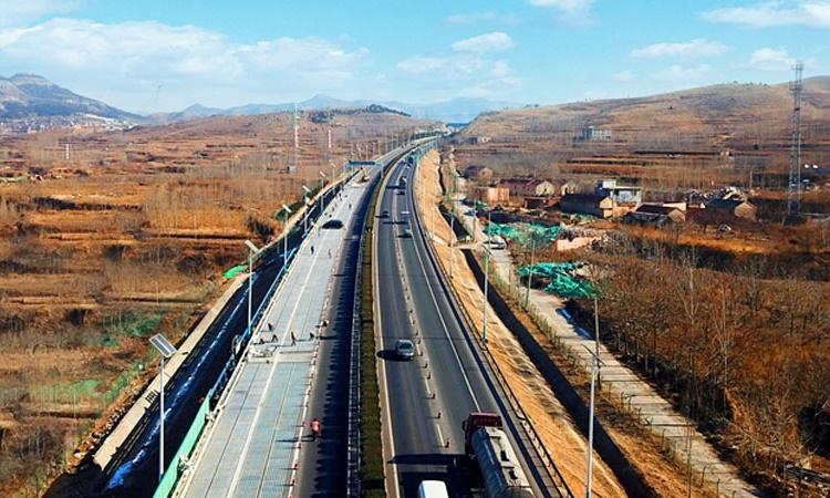 China inaugura estrada solar e promete reduzir os índices de poluição no país - Construtora Laguna