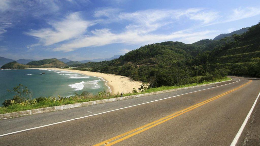 Viajar de moto pela Rio-Santos - Construtora laguna