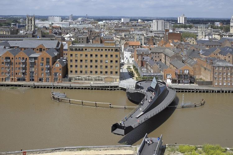Conheça 6 das passarelas de pedestres mais impressionantes do mundo - Inglaterra -Construtora Laguna
