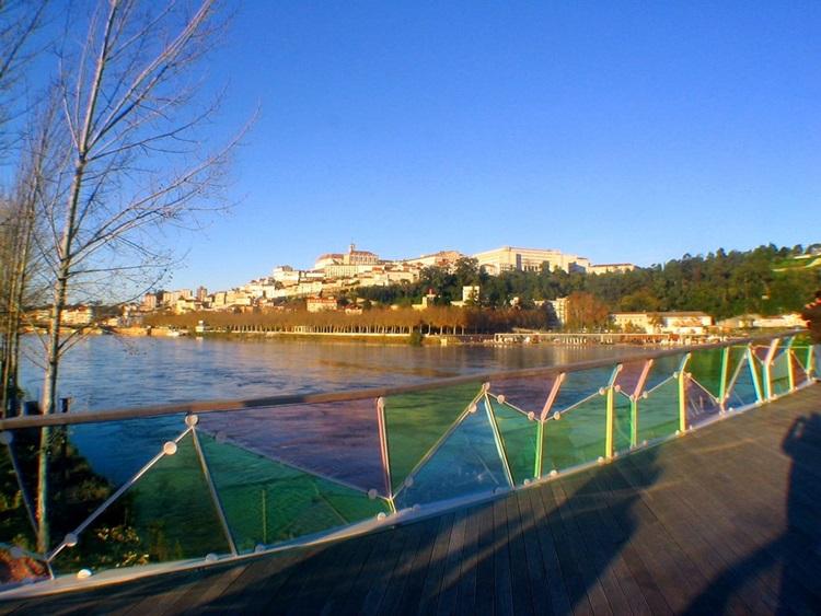 Conheça 6 das passarelas de pedestres mais impressionantes do mundo - Portugal - Construtora Laguna