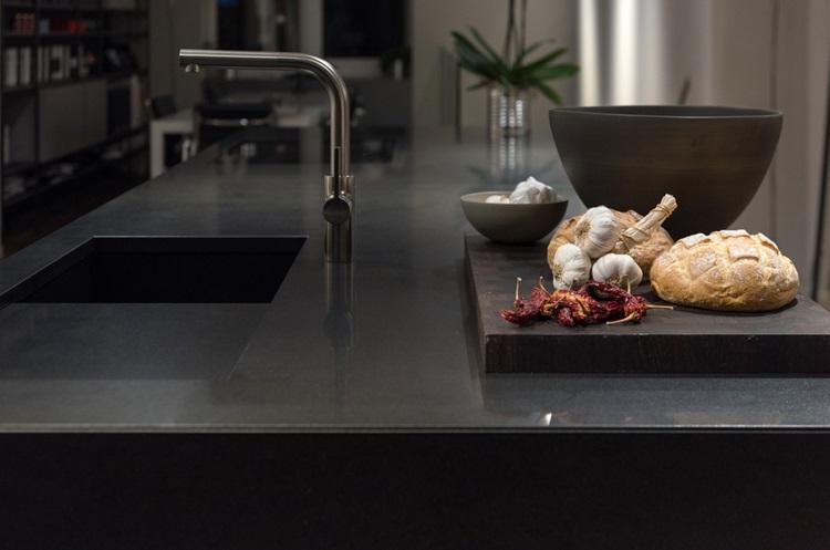 Tendência 2018 cozinha preta, bancada - Construtora Laguna