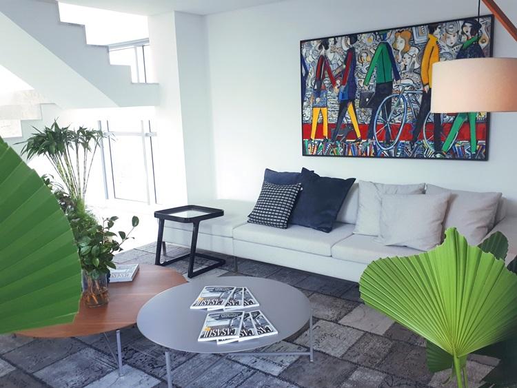 Laguna recebe convidados em decorado no MAI Home - living - Construtora Laguna