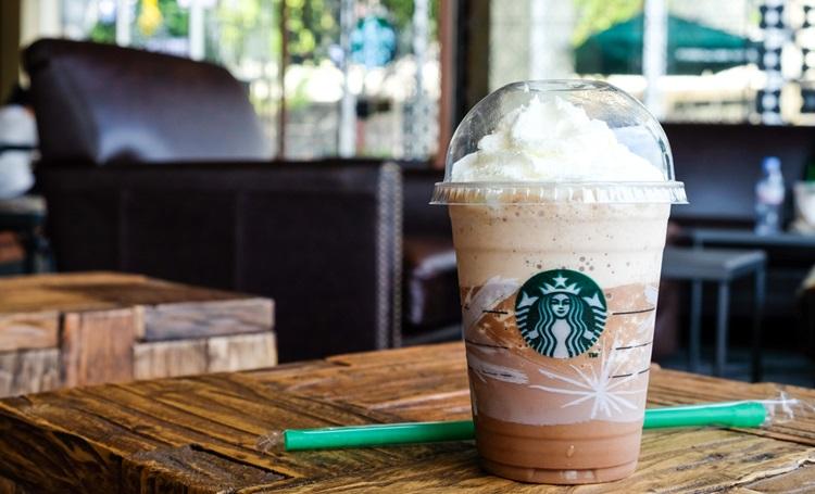 Starbucks quer eliminar canudos de plástico até 2020 - Construtora Laguna