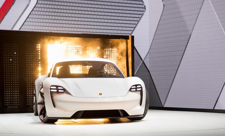 Taycan, o primeiro carro 100% elétrico da Porsche - Construtora Laguna