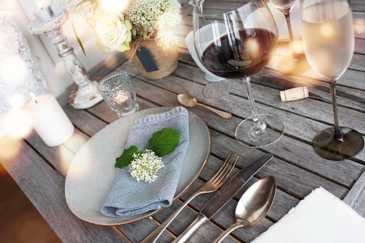 Elementos orgânicos na decoração da mesa - Construtora Laguna