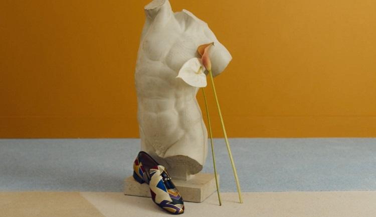 Nova coleção de Christian Louboutin é inspirada nos anos 70 - Construtora Laguna