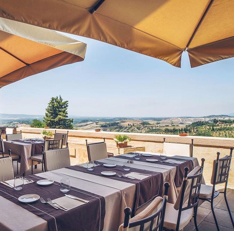 Vila medieval é transformada em hotel sustentável na Toscana - Construtora Laguna