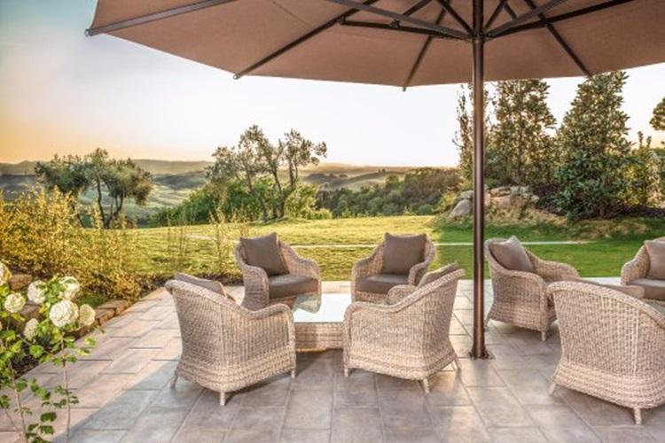 Vila medieval é transformada em resort sustentável na Toscana - Construtora Laguna