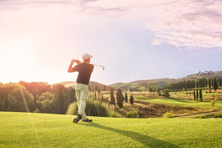 Vila medieval é transformada em resort sustentável na Toscana - Golfe - Construtora Laguna