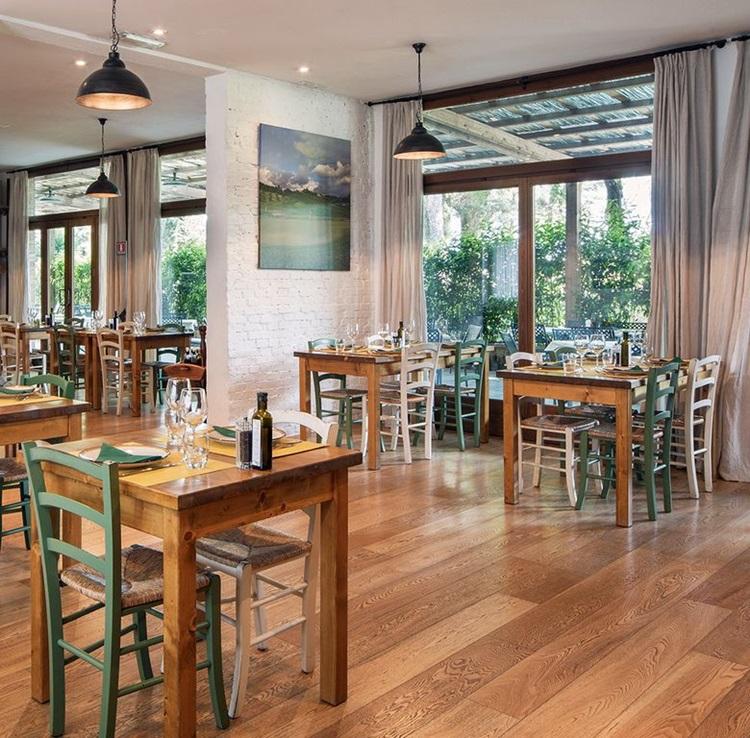 Vila medieval é transformada em resort sustentável na Toscana - Restaurante - Construtora Laguna