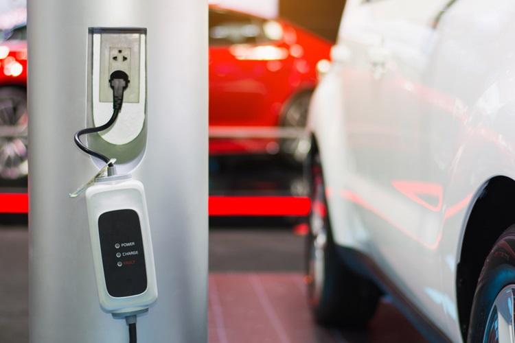 Estações de recarga para carros elétricos passarão a ser exibidas no Google Maps - Construtora Laguna