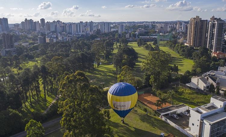 Cabral visto do alto, Laguna promove voo de balão para convidados - Construtora Laguna