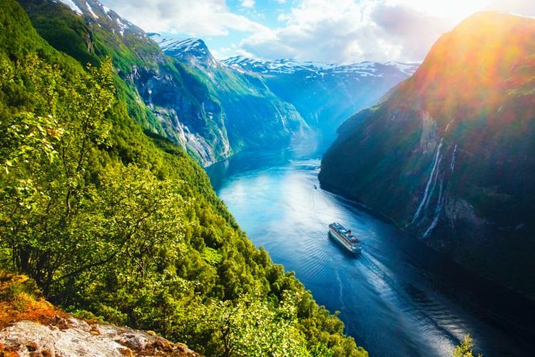 Noruega deseja vender apenas carros elétricos e híbridos a partir de 2025 - Construtora Laguna
