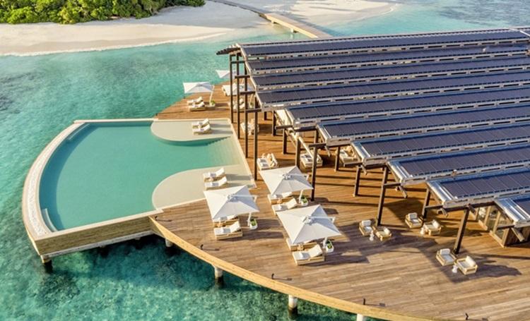 Placas fotovoltaicas são evidenciadas em arquitetura de novo resort de luxo nas Maldivas - Construtora Laguna