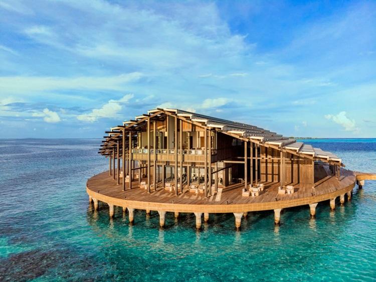 Placas fotovoltaicas são evidenciadas em arquitetura de novo resort nas Maldivas - Construtora Laguna