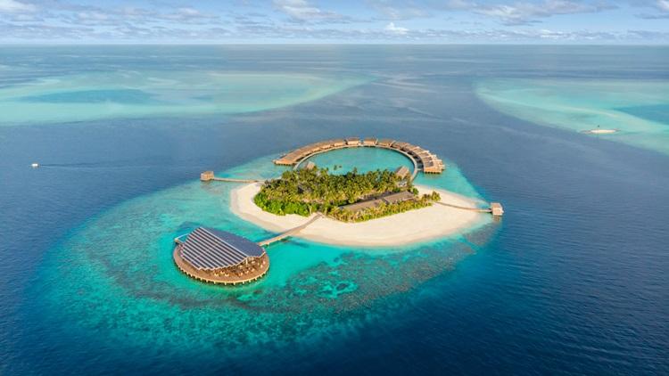 Placas fotovoltaicas são evidenciadas em arquitetura de novo resort sustentável nas Maldivas - Construtora Laguna