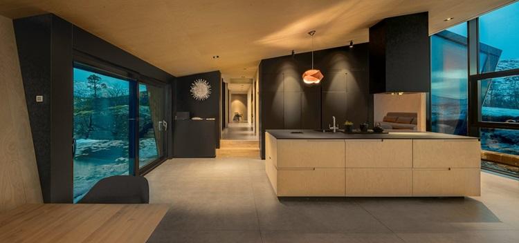Fiordes são destacados em contemporânea residência de vidro norueguesa - Construtora Laguna