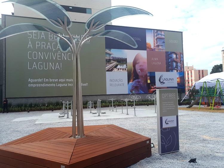 """Juvevê recebe Praça de Convivência com """"árvore"""" que carrega celulares - Construtora Laguna"""