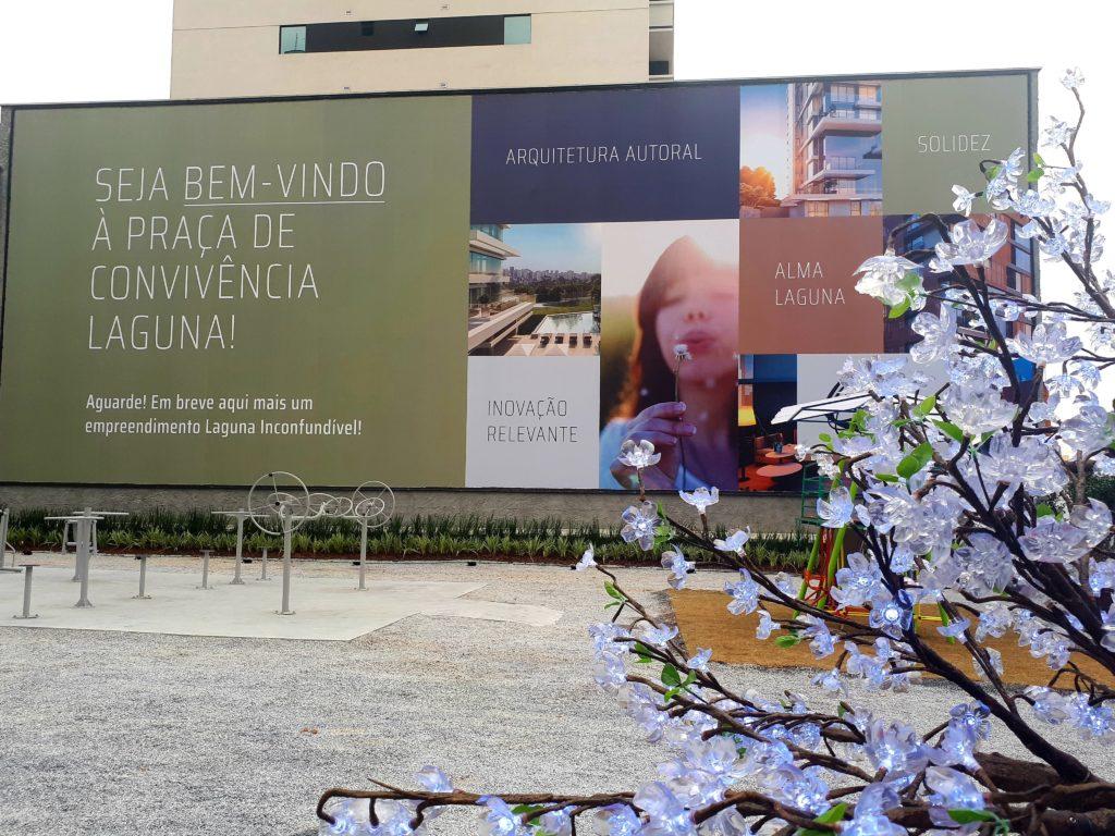 """Juvevê recebe Praça de Convivência com academia ao ar livre e """"árvore"""" que carrega celulares - Construtora Laguna"""