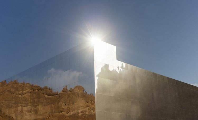 Beleza de deserto na Arábia Saudita é evidenciada por construção revestida de espelhos - Construtora Laguna