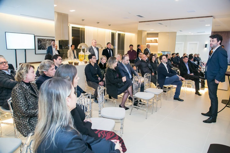 Mais eficiente do país, empreendimento de luxo no Batel é entregue antes do prazo - Construtora Laguna