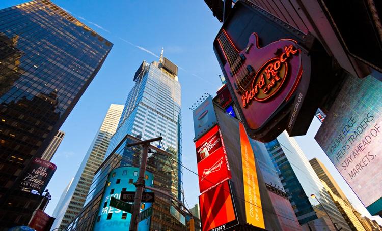 Em plena Times Square, Hard Rock Cafe em New York é destino obrigatório para os amantes do rock'n'roll - Construtora Laguna