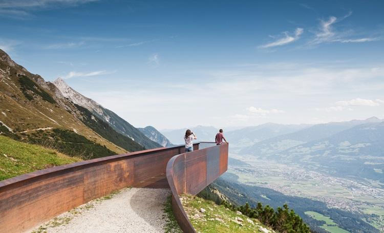 Mirantes arquitetônicos transformam a experiência de visitar os Alpes na Áustria - Construtora Laguna