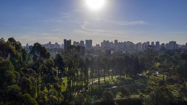 Praças ampliam áreas de convívio em residenciais de luxo - Construtora Laguna