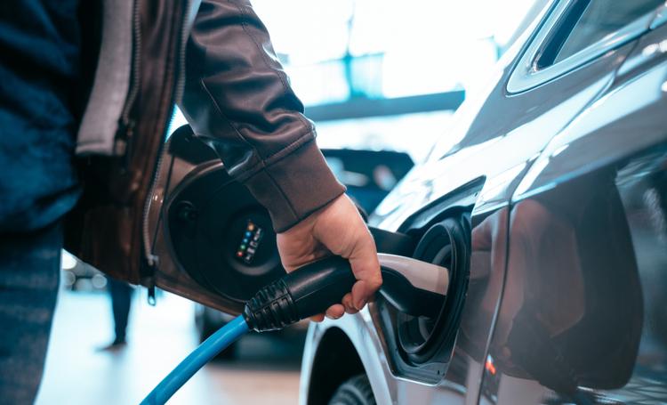 Primeira rede de recargas de carros elétricos do Brasil é lançada por startup - Construtora Laguna