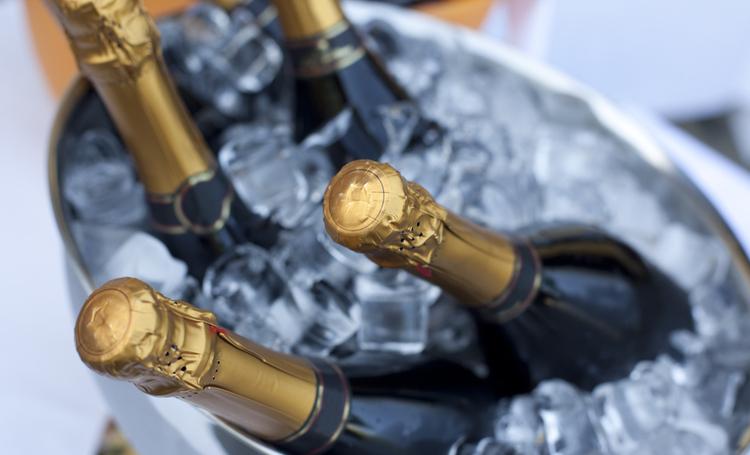 Quais os alimentos que mais combinam com champagne? - Construtora Laguna