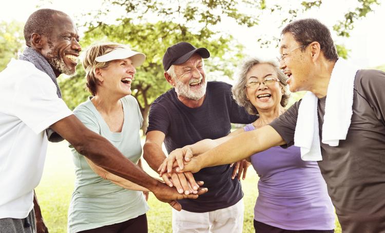 Entenda o perfil atual do consumidor idoso - Construtora Laguna
