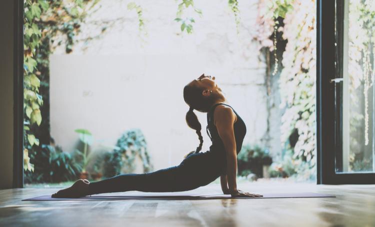 Aplicativos para fazer yoga e outros exercícios em casa! - Construtora Laguna