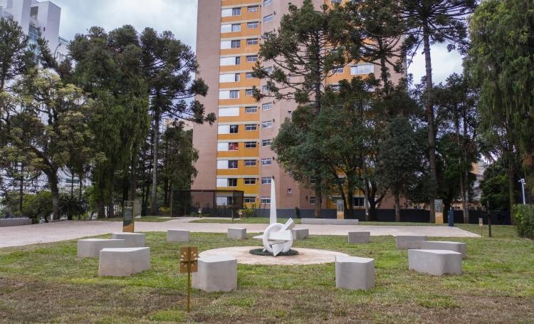 Único exemplar de bonsai de araucária no mundo é de Curitiba  - Construtora e Incorporadora Laguna
