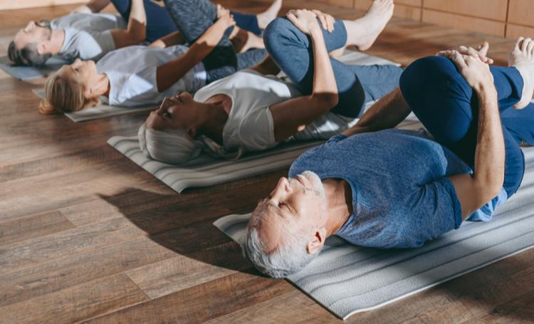 Público sênior praticando exercícios – LAGUNA