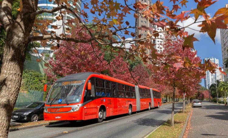 ônibus vermelho característico de Curitiba - LAGUNA