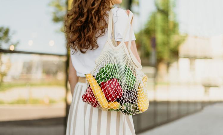 uso alternativo para as sacolas de supermercado