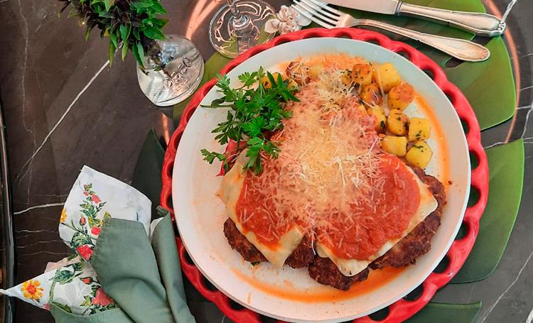 Foto do prato de parmegiana com nhoque do chef Délio Canabrava